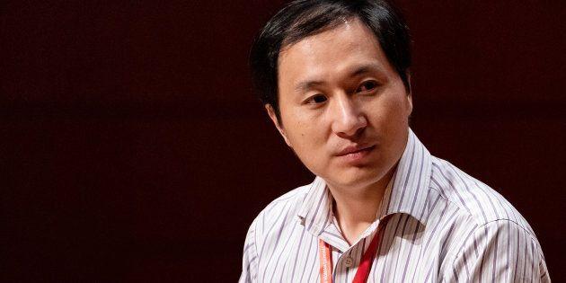 Le «père» chinois des soi-disant bébés génétiquement modifiés suspend ses