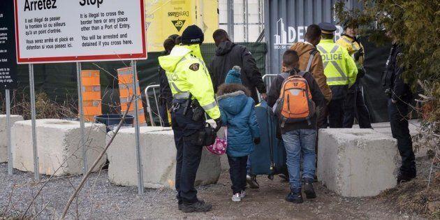 Photo d'une famille qui tentait d'entrer au Canada par l'État de New