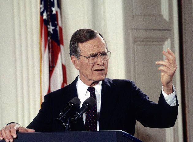 George H.W. Bush répondant à des questions à la Maison-Blanche le 4 juin