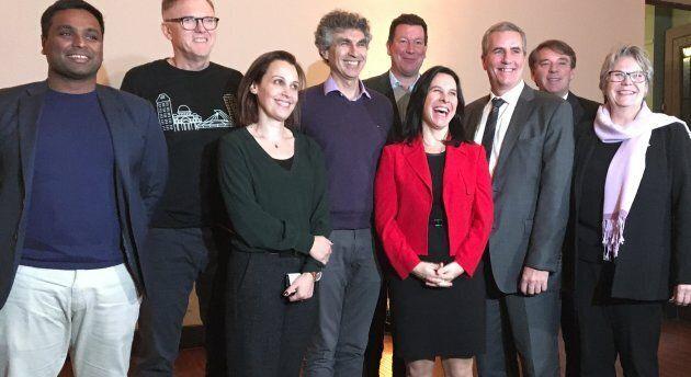 La mairesse Valérie Plante entourée des personnalités présentes pour