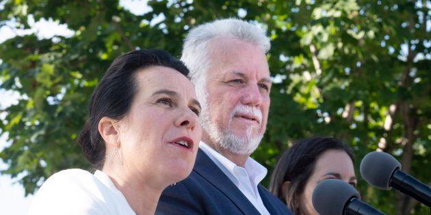 Valérie Plante et Philippe Couillard ont tenu une conférence de presse dans un parc de Montréal, lundi