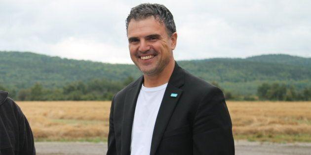 Éric Girard a déjà fait le saut en politique, comme l'ancien maire de Saint-Nazaire. Il est actuellement propriétaire d'une ferme bovine et vice-président régional de l'UPA.