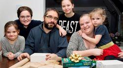 Des Québécois changent leurs habitudes pour un Noël plus