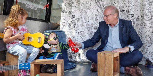 Le Parti québécois multiplie les promesses destinées à séduire les jeunes familles.