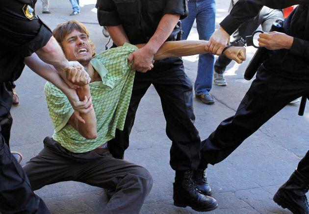 En 2010, Verzilov avait été arrêté pour avoir relâché des coquerelles dans un palais de justice de