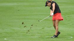 Une étoile montante de golf assassinée gratuitement sur un