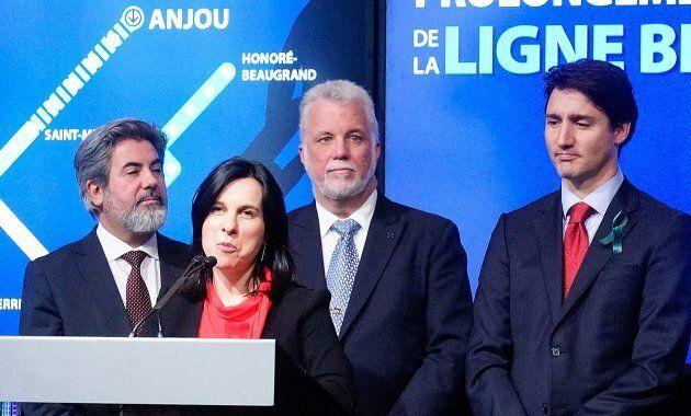 Valérie Plante, Philippe Couillard et Justin Trudeau lors de l'annonce du financement de la ligne bleue...