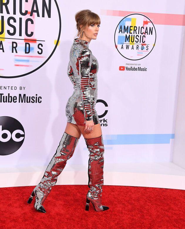 Taylor Swift a épaté en «boule disco» aux American Music