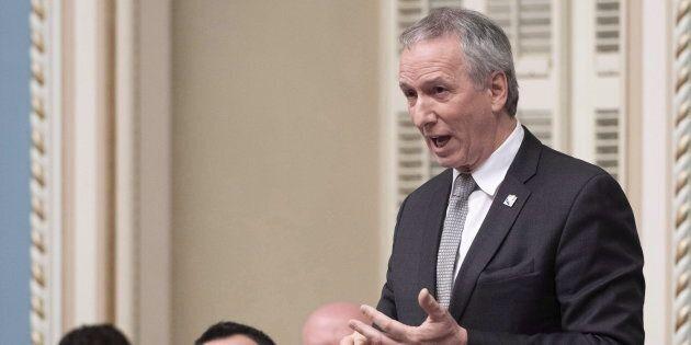 Le ministre André Lamontagne est sur la sellette après le congédiement d'un lanceur d'alerte.