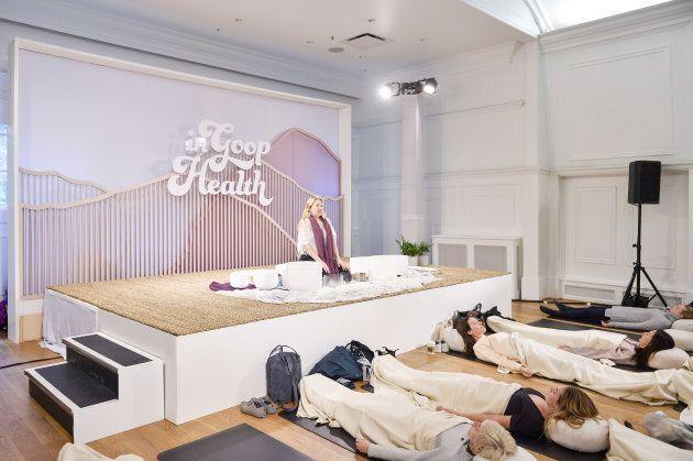 Theda Phoenix donne une session de «Sound Healing» au «In Goop Health summer» à Vancouver, en
