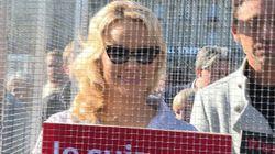 Pamela Anderson en cage à Paris contre la maltraitance