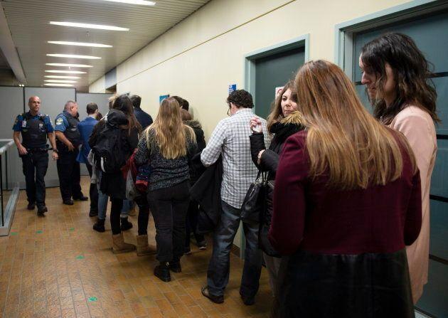Beaucoup de personnes se sont rendues au palais de justice de Québec pour entendre la décision du