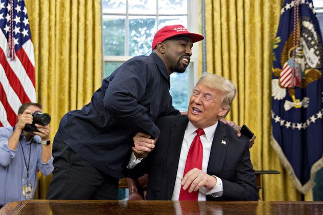 Kanye West arborait sa casquette rouge lorsqu'il a rencontré Donald Trump,