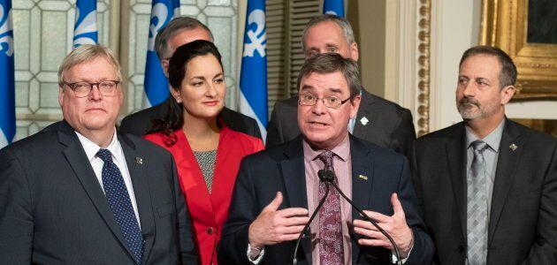 Les partis d'opposition ont tenu une conférence de presse pour demander la réintégration du lanceur d'alerte Louis Robert, la semaine dernière.