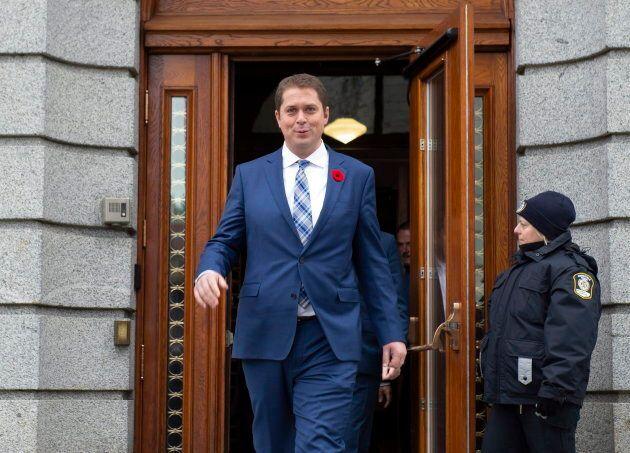 Le chef conservateur Andrew Scheer à la sortie de sa rencontre avec le premier ministre du Québec François