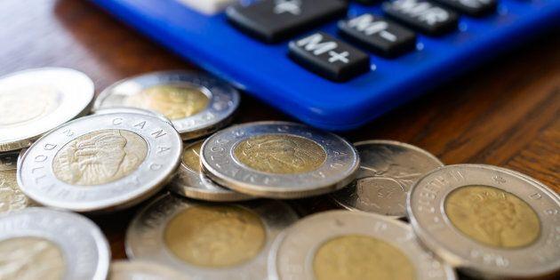 La plupart des Canadiens croient qu'ils ont besoin de gagner 250 000 $ par année pour être confortable financièrement, selon un nouveau sondage.