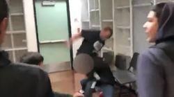 Un enseignant riposte à coups de poing aux insultes racistes d'un