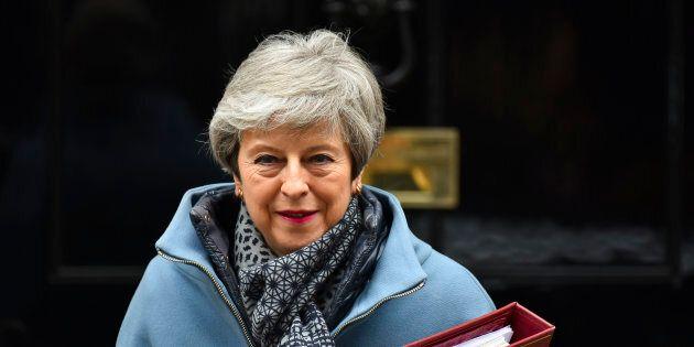 Brexit: Theresa May s'engage à démissionner pour sauver son