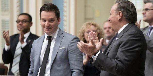 Le ministre de l'Immigration, de la Diversité et de l'Inclusion Simon Jolin-Barrette est applaudi par...