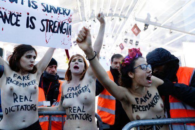 Armistice: trois militantes Femen déjouent la sécurité autour de Donald