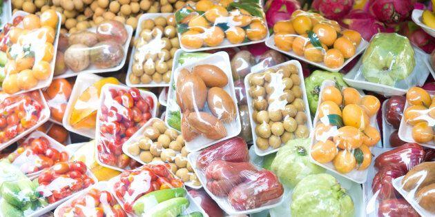 Le gouvernement devrait-il légiférer contre le suremballage des aliments en épicerie? Oui, croit une...