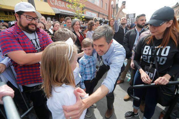 Beto O'Rourke accompagné de ses enfants pour le lancement de sa campagne à El Paso,