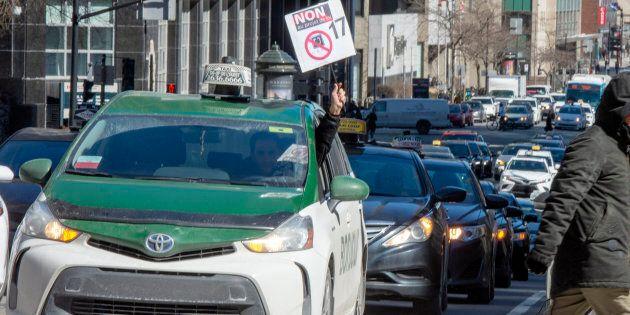 Les chauffeurs de taxi ont fait des moyens de pression la semaine dernière pour contester le nouveau...