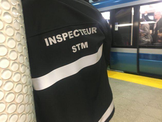 Un inspecteur de la STM dans le métro de