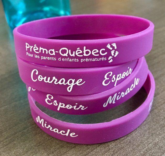 En novembre, toutes les personnes qui feront un don à Préma-Québec recevront un bracelet mauve «Courage,...
