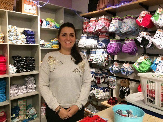 Emmanuelle Robidou, assistante-gérante à la boutique Câlins et popotin, à Montréal. La boutique offre...