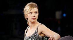 Harcelée par des paparazzis, Scarlett Johansson se réfugie dans un poste de