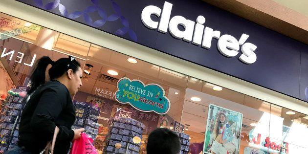 Une ancienne employée d'une boutique Claire's à Edmonton a écrit une lettre ouverte qui a incité la compagnie à s'engager à changer sa politique de perçage des oreilles.