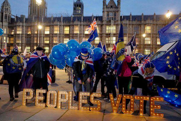 Des manifestants anti-Brexit demandent un deuxième vote sur le départ du Royaume-Uni de l'Union