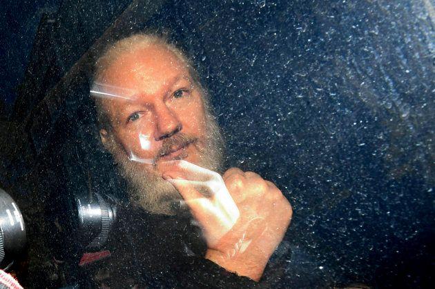 Julian Assange à son arrivée au tribunal londonien de Westminster, 11