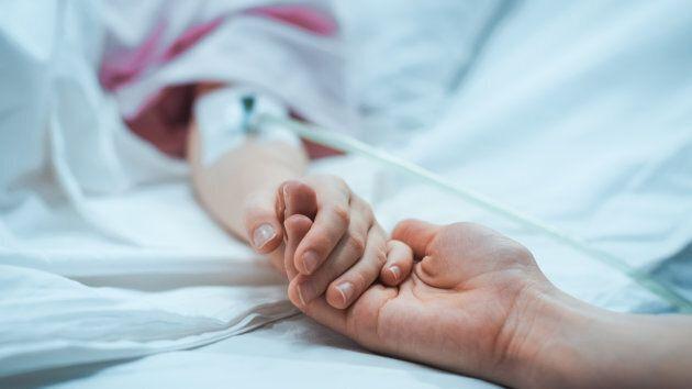 Le Dr Brett Burstein, qui est urgentologue pédiatrique, affirme que chaque jour,  un ou deux enfants âgé de 12 ans et moins se présentent à l'Hôpital de Montréal pour enfants, où il travaille, pour des idées ou des gestes suicidaires.