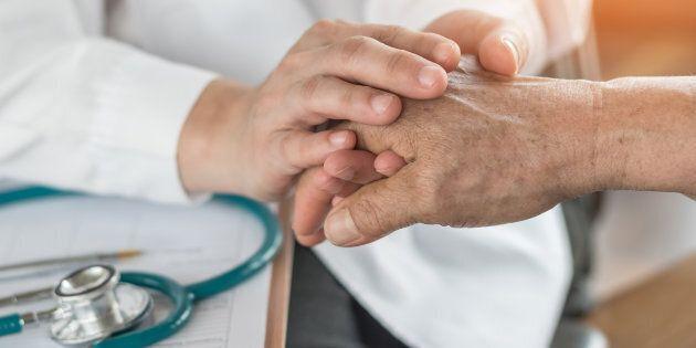 Le gouvernement du Québec entamera une réflexion sur l'élargissement de l'aide médicale à