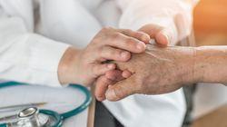 Québec entamera une réflexion sur l'élargissement de l'aide médicale à