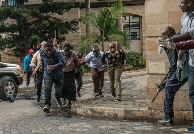 C'était le chaos autour du Dusit Hotel alors que les gens essayaient de se