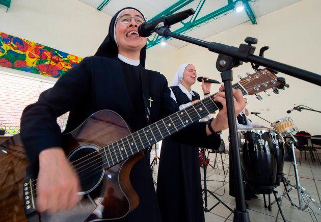Bien qu'elles se considèrent comme des rockeuses religieuses, on imagine que «sexe, drogue et rock'n'roll»...