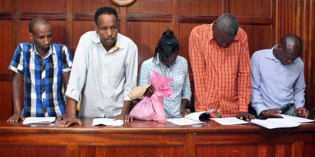 Guleid Abdihakim (2e à partir de la gauche) sera détenu pendant
