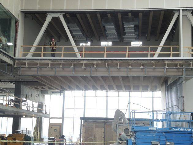 Le plateau de RDI, derrière une baie vitrée, surplombera un grand Atrium qui sera accessible au public.