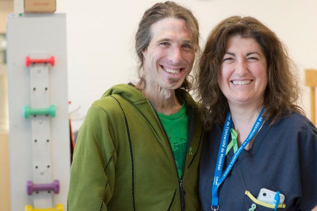 Simon Bessette, qui a subi des brûlures sévères sur 52% de son corps, et Nathalie Rouchet, assistante infirmière chef à l'Unité des grands brûlés du CHUM