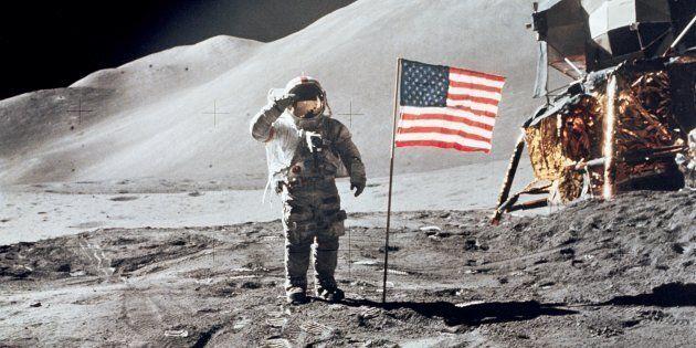 L'astronaute David R. Scott sur la Lune lors de la mission Apollo 15, 1er août 1971