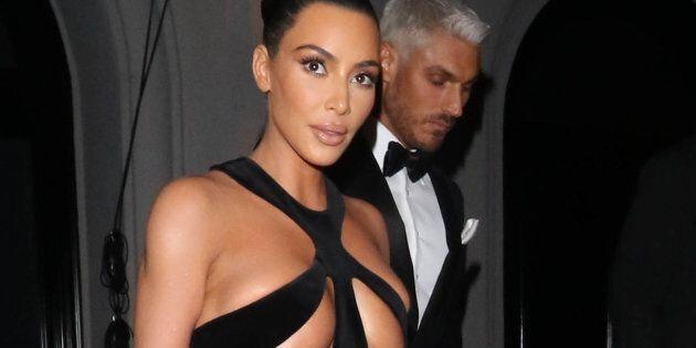 Kim Kardashian fait une sortie extrêmement remarquée lors des Hollywood Beauty