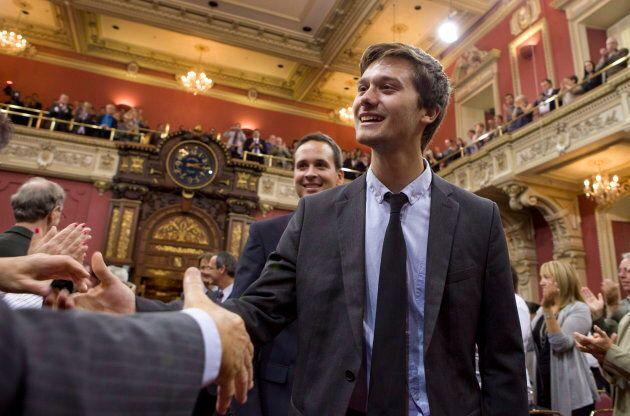 Le jour de son assermentation, le 17 septembre 2012, Léo Bureau-Blouin est arrivé en skinny jeans et avec une cravate tout croche, car il n'en avait jamais porté avant. «Comme quoi, vraiment tout le monde peut être député», blague-t-il.