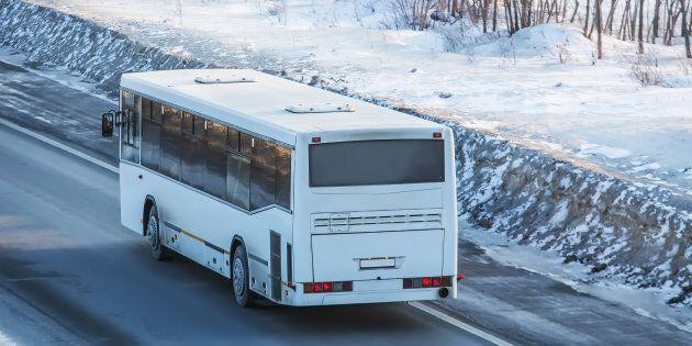 Un homme drogué vole un autobus... avec ses passagers à bord à