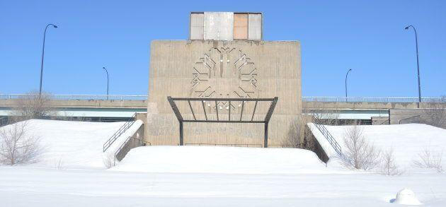 La Place des Nations, inaugurée pour Expo 67, est aujourd'hui laissée complètement à