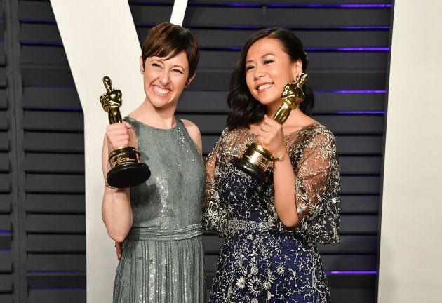 La productrice Becky Neiman-Cobb et la réalisatrice Domee Shi montraient fièrement leurs trophées après avoir remporté l'Oscar pour le meilleur court-métrage d'animation.