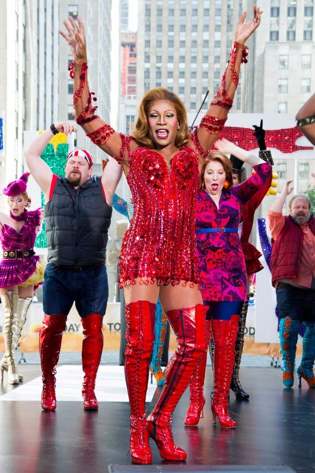 Billy Porter performant une chanson de la comédie musicale Kinky Boots présentée sur Broadway à l'émission...