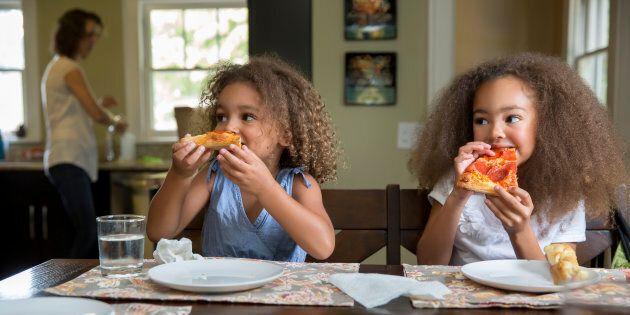 «Nous devons arrêter d'associer le fait de cuisiner à celui d'être une bonne mère», dit une sociologue...